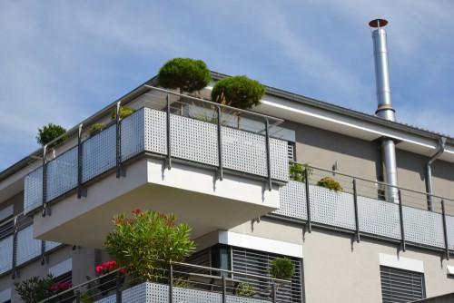 Làm thế nào để cài đặt mái hiên cho sân thượng sân vườn?